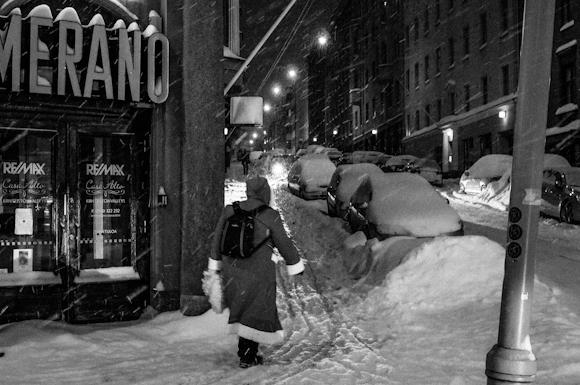 jouluyö joulupukki helsingin kadulla