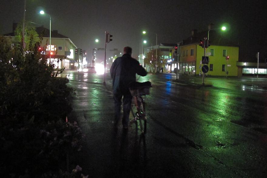 sateinen kuusamo syksy yö