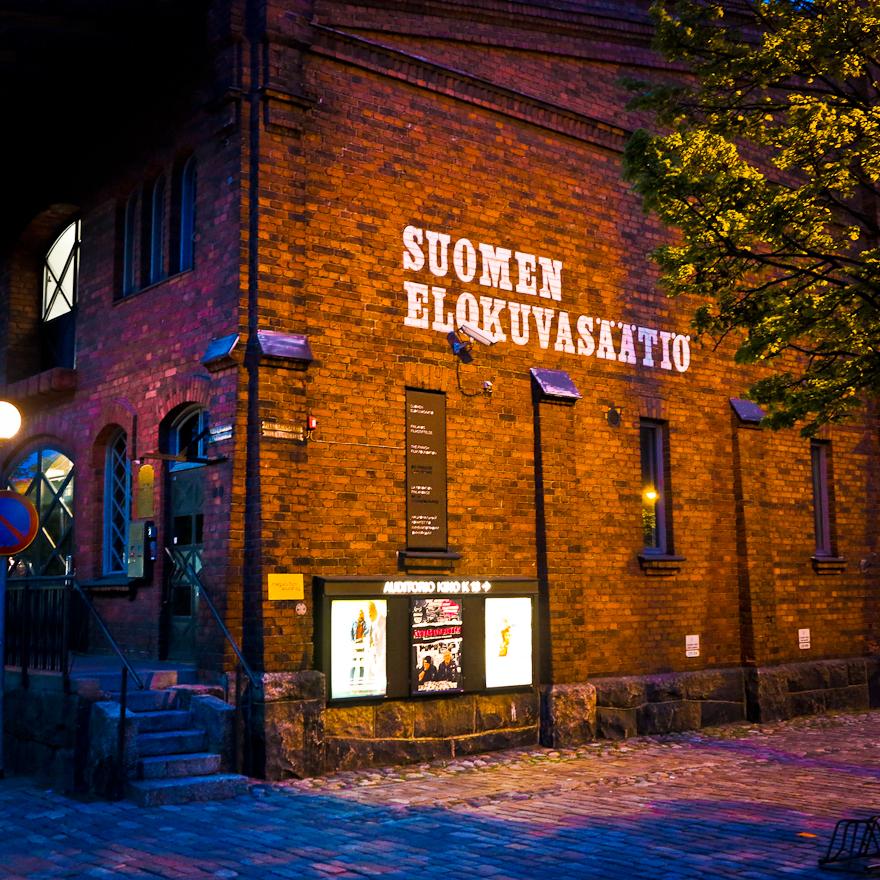 Valokuvia ja postikortteja Helsingistä, aiheina kaupunki ja värit