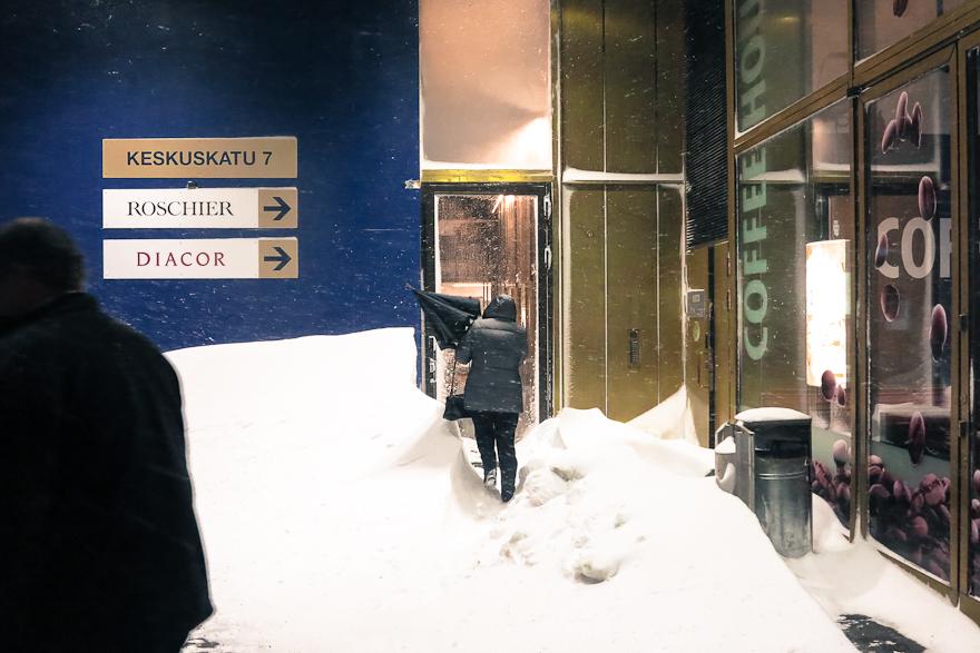 lumimyrakka tuisku helsingissa lumikaaos korkeat kinokset keskustassa