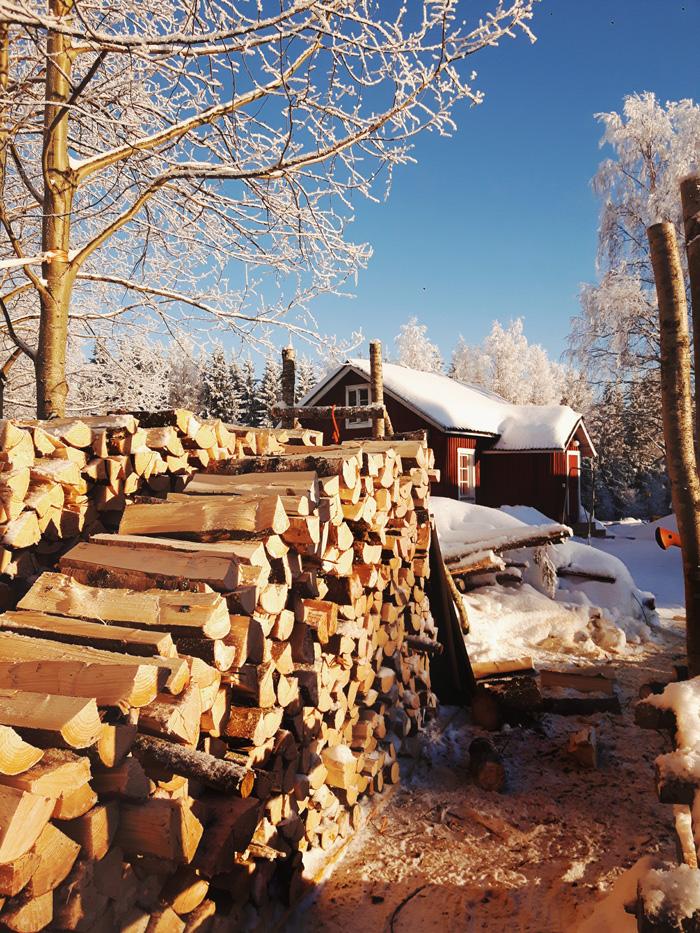 halkopino-motti-polttopuu-halko-pilke-sotkamo-kainuu-visitfinland-kevat-aurinko-punarinta-mainostoimisto