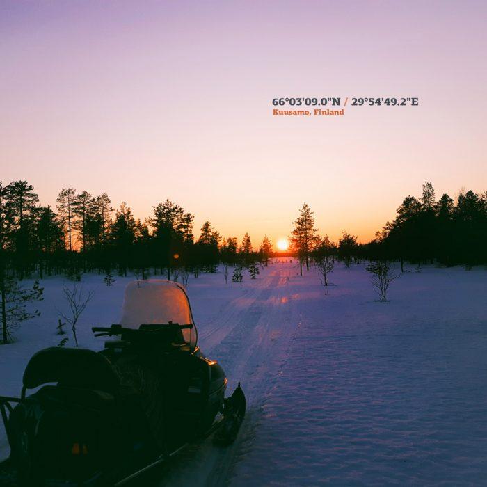 kuusamo-finland-auringonalasku-huhtikuun-ilta-coordinate-graafinen-suunnittelu-matkailupalvelu-mainostoimisto-punarinta-sotkamo-vuokatti-kajaani-travel-graphic-design-700x700