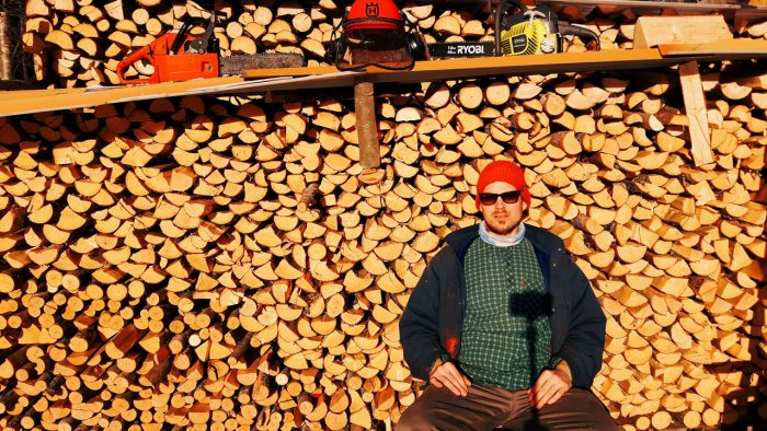 puupino-firewood-stack-halko-motti-polttopuu-halko-kasa-kevat-husqvarna-kainuu-slowfinland-self-portrait-jaakko-hyvonen-700x394
