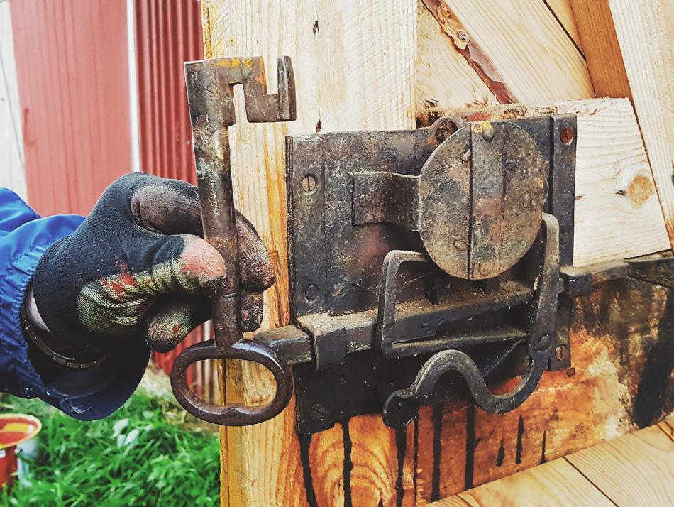 vanha-lukko-historiallinen-avain-seppa-sepan-tekema