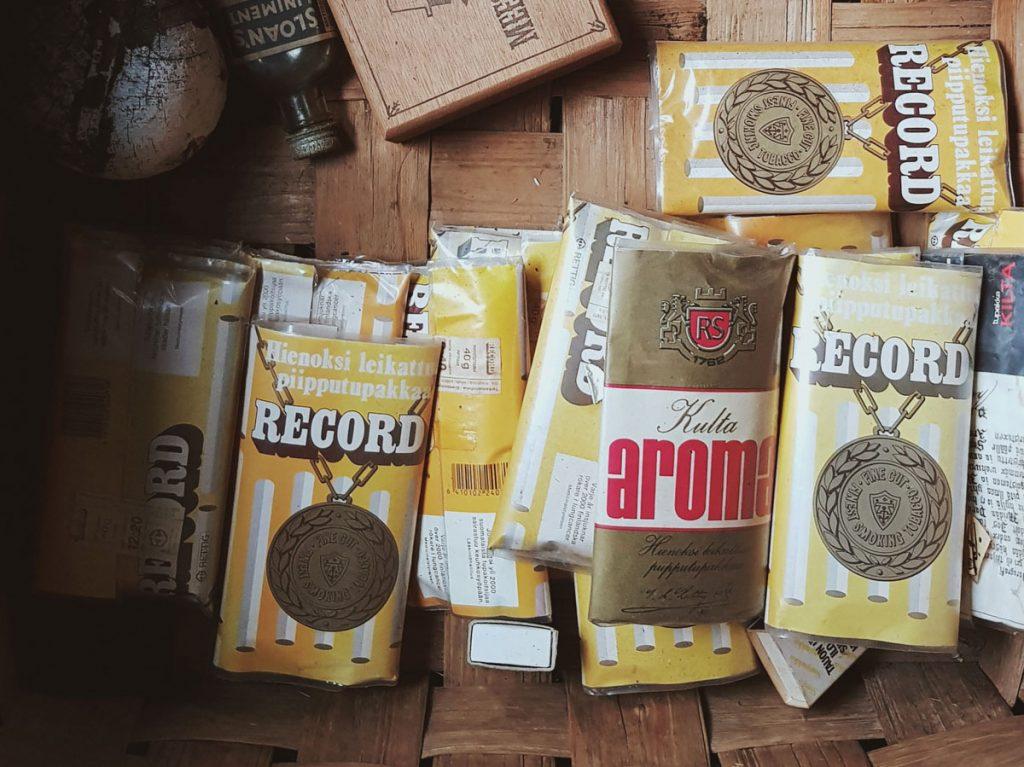 record-aroma-piippu-tupakkaa-toppa-tokka-satka-vanha-rasia-pakkaus