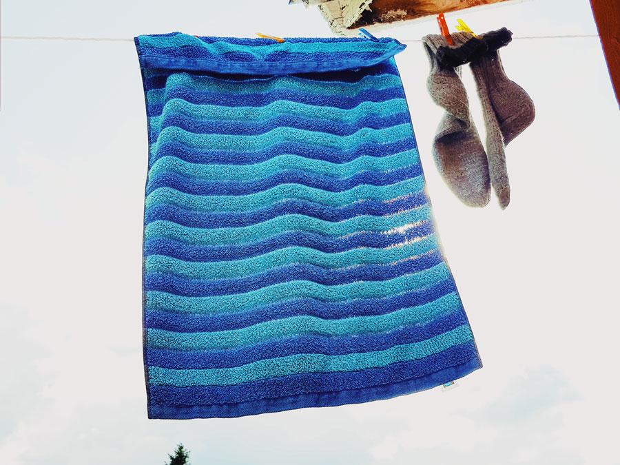 pyyhe-pyykkinarulla-villasukat