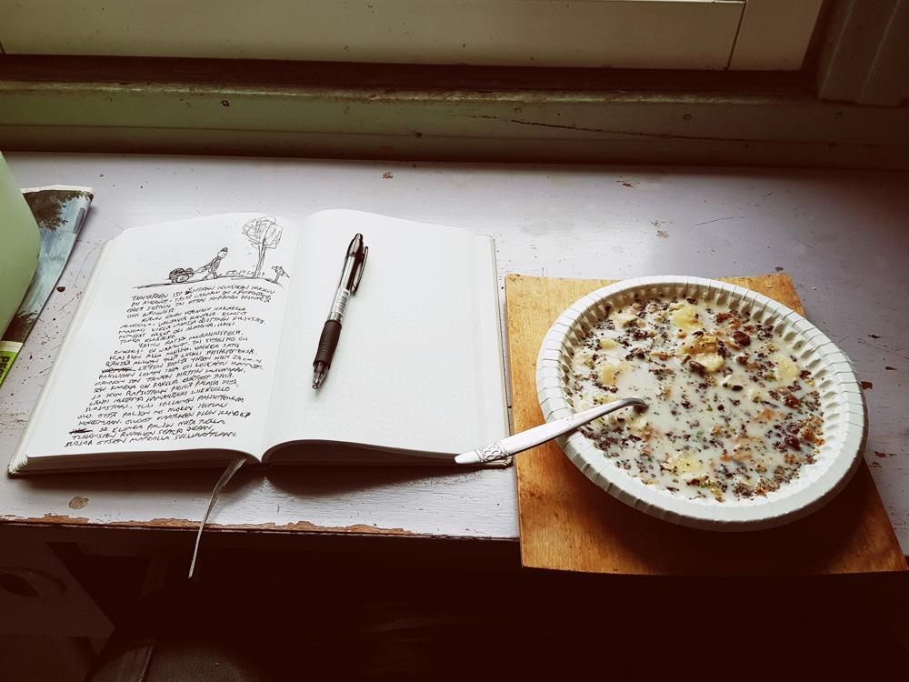 aamupala-muro-mysli-siemen-lautanen-paivakirja-kirjoitus-tyhjaan-kirjaan