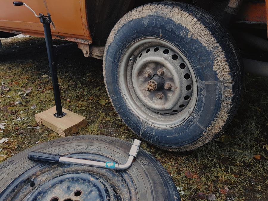 talvirenkaan-vaihto-vw-t3-tires-vanteet